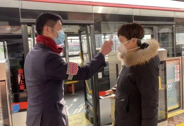 注意!即日起,上海市民乘坐公交车时,请一律佩戴口罩