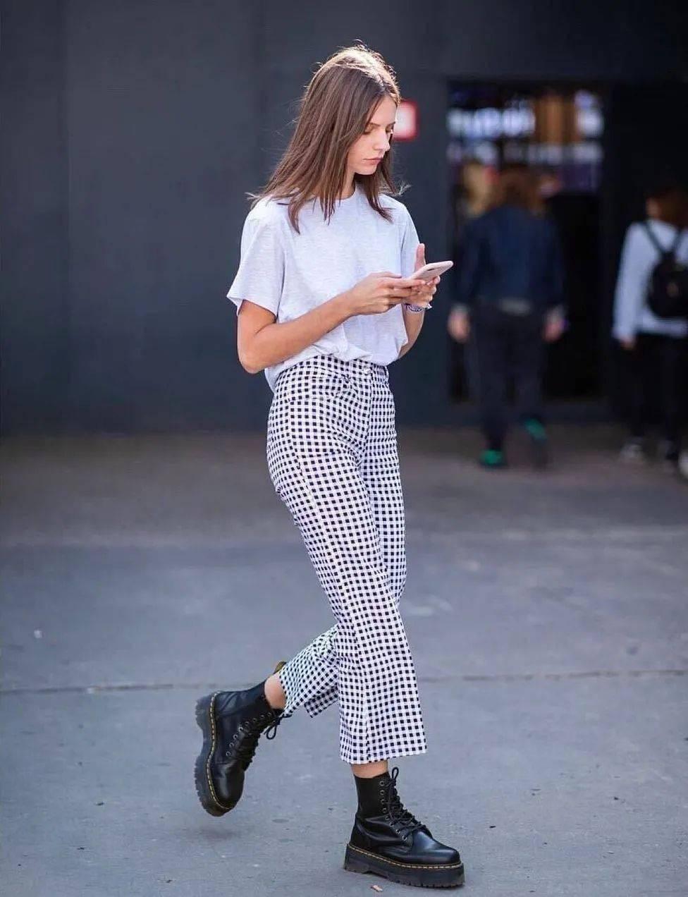 马丁靴+裙子,马丁靴+工装裤……又酷又撩,时髦炸了!     第51张