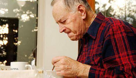 到这个年纪要服老,注意身体的养护,三件事判断你是否已经老了