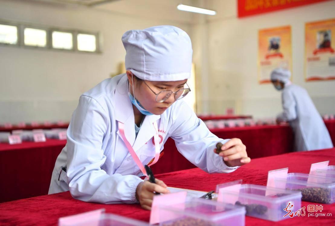 安徽亳州:中职生竞赛技术