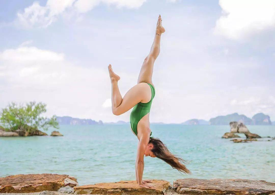 怪不得瑜伽人都喜欢倒立,原来是这样……