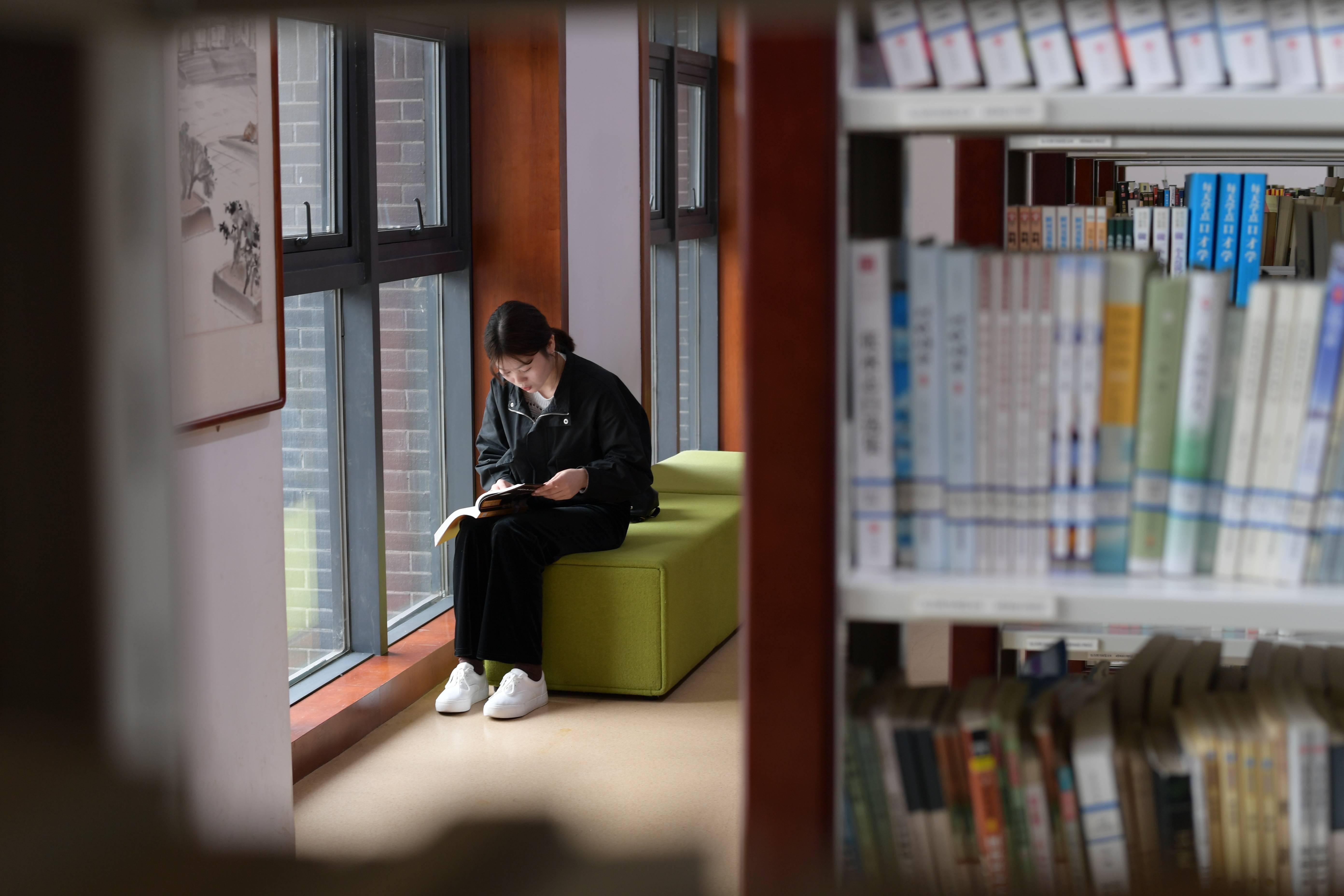 贵州播州:图书馆提档升级丰富群众精神文化生活