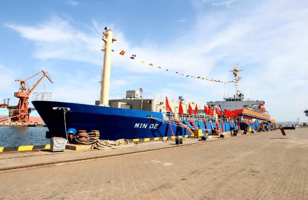 大型船队举行了《民德》交船仪式暨东方渔业大型养殖船项目签