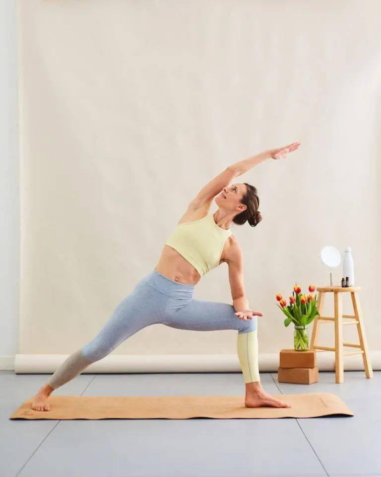 瑜伽基础热身,特别适合身体僵硬的人(收藏级)_脊柱