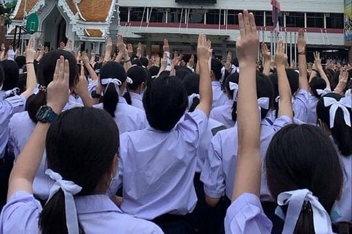 恒达首页控制游行:泰国政府要封即时通讯APP,誓言保护王室 (图3)