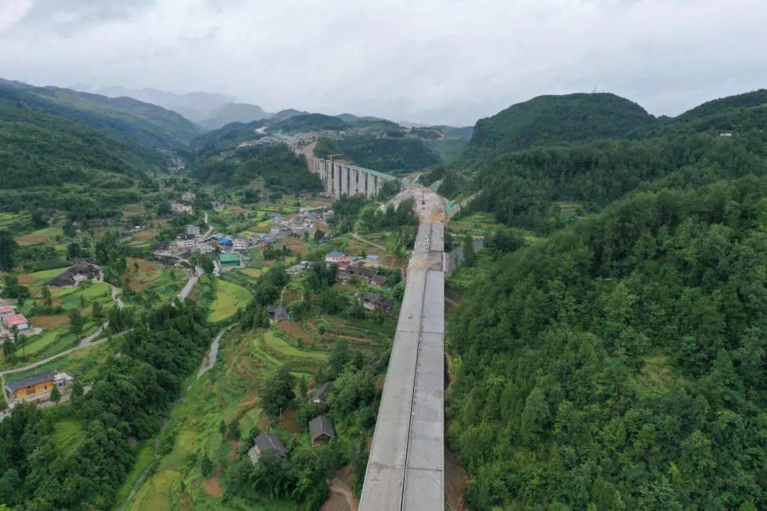 湄石高速思南中的最后一座桥已经完成。 思南乌江大桥
