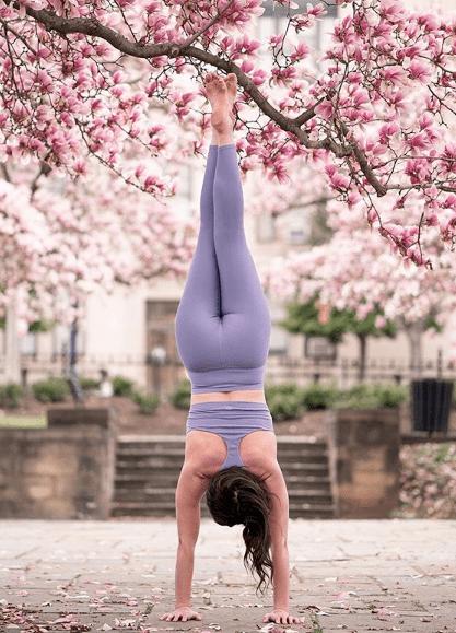 试试这套流瑜伽序列,甩掉多余赘肉,练完酣畅淋漓!_双手