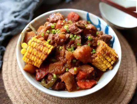 天冷了,东北人最爱的大乱炖,边吃菜边喝汤,全身暖和营养高