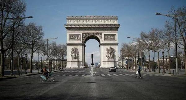 高度戒备之下,巴黎凯旋门遭炸弹威胁,警方发现装满弹药的袋子
