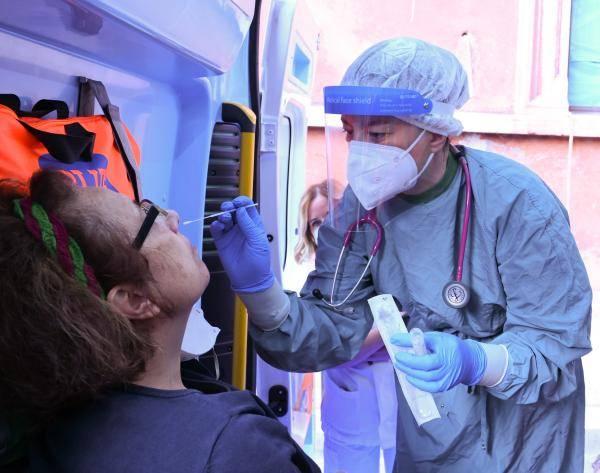意大利日增新冠病例超过3万
