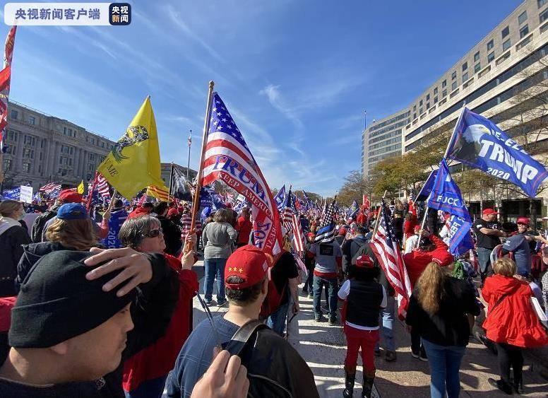 美国大选尘埃渐落,特朗普支持者与反对者同在华盛顿游行