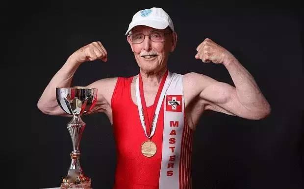 97岁依然保持高品质生活,秘诀就是坚持运动