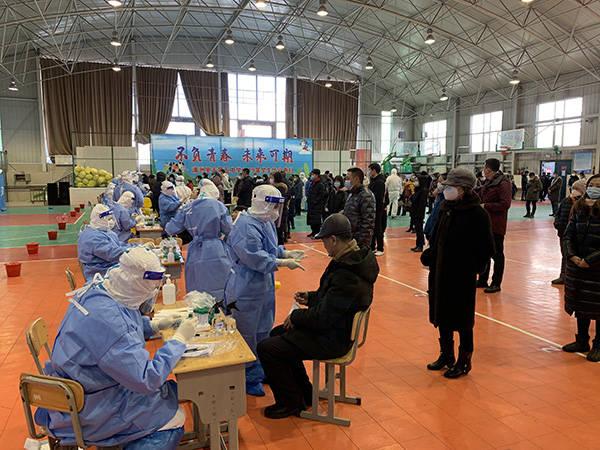 满洲里核酸检测累计采样16.4万人,排查出密接者305人
