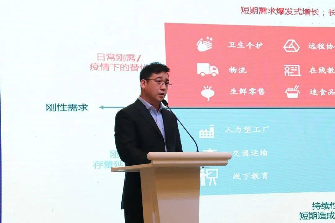 崔晓波出席东湖国际人工智能高峰会议并演讲