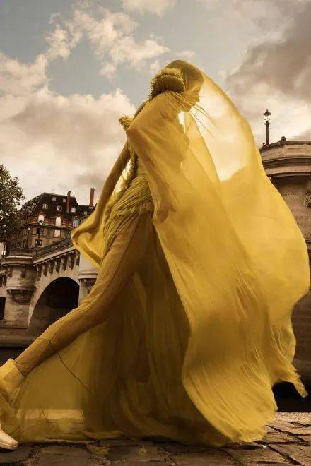 Pantone潘通2021年度代表色出炉。明年注定灰黄(辉煌)!