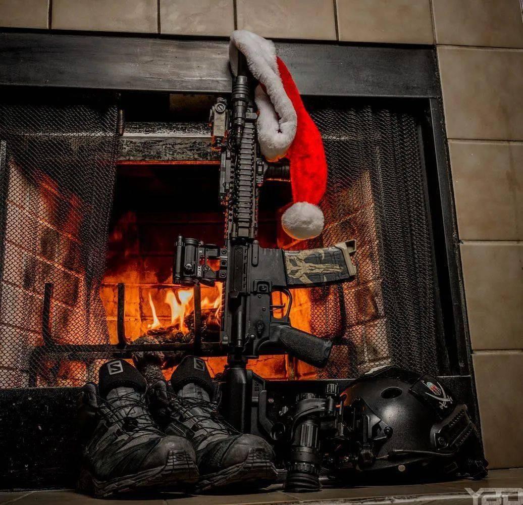枪械库:武器艺术与圣诞风格搭配,硬核中的钢铁柔情!