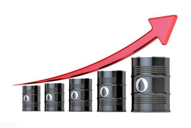 今晚,国内石油价格将连续四次上涨。那些想在元旦开车的人可以提前加满油箱。
