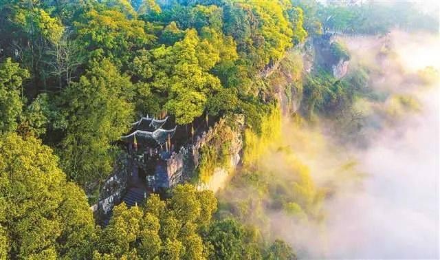 打卡巴渝美景——合川有座山,山上有个城