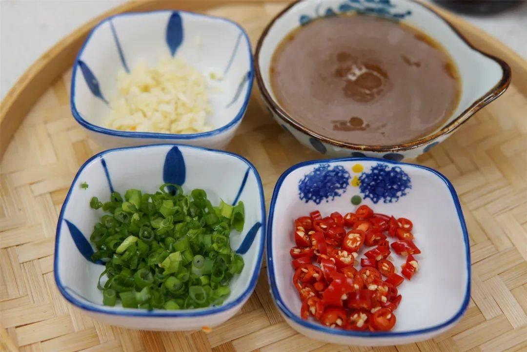 莲藕+鸡胸肉+胡萝卜,做出来的丸子好吃不腻!超级棒!