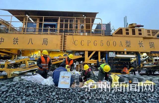 通车指日可待!川南城际铁路泸州段正线铺轨即将完成
