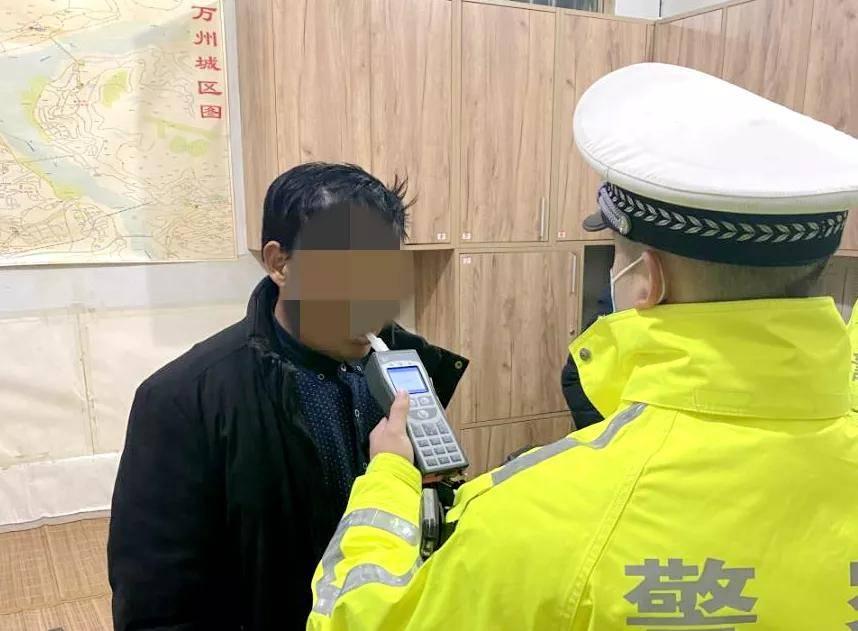 """""""这么冷的天,以为不会有交巡警……"""",男子酒后驾车被查获,后悔不已"""