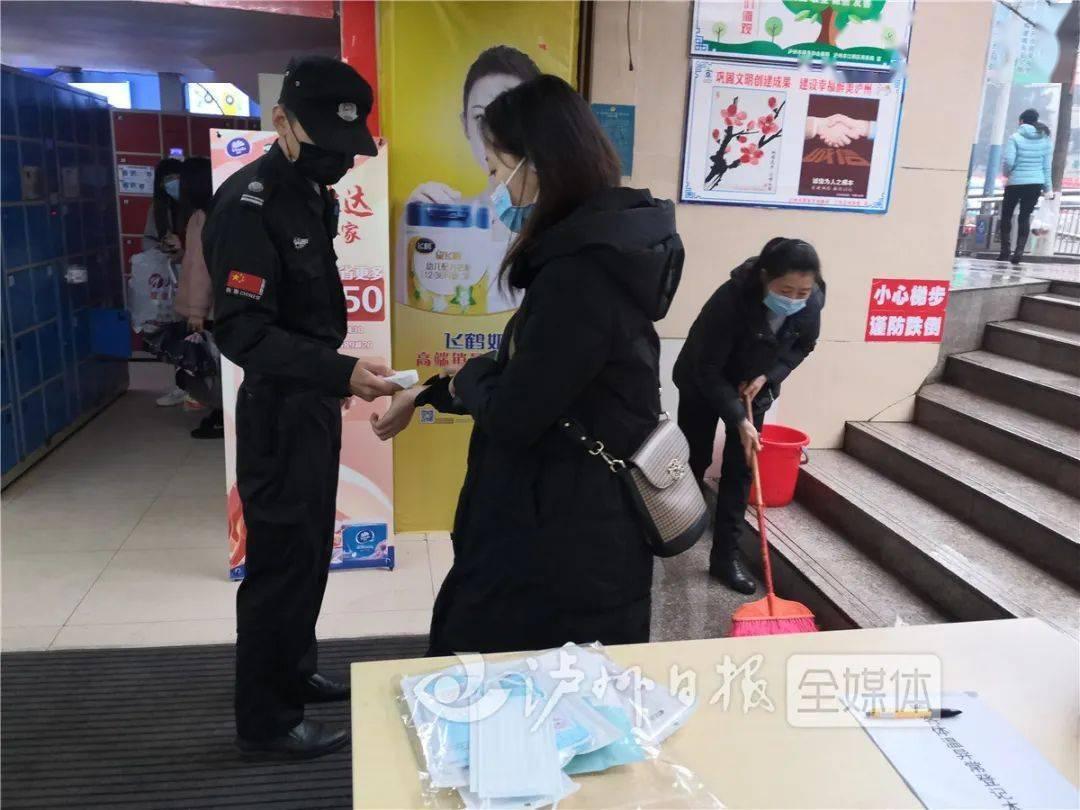 泸州印发新版疫情防控指南:顾客不戴口罩,商场超市可拒入
