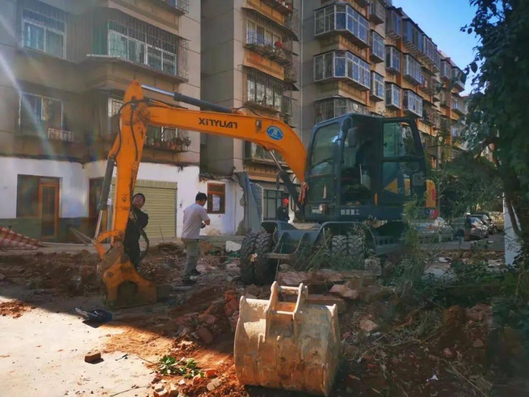 恐怖!事发昆明一正在改造的老旧小区!老人、小孩都跌入这个窨井里......