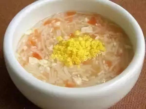 宝宝健脾补钙的辅食:胡萝卜豆腐蛋黄面