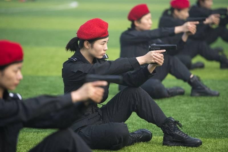 图集:首个中国人民警察节,向人民警察致敬!