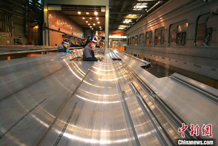 """""""世界第一速""""十年:中国高铁从高速发展到高质量发展"""