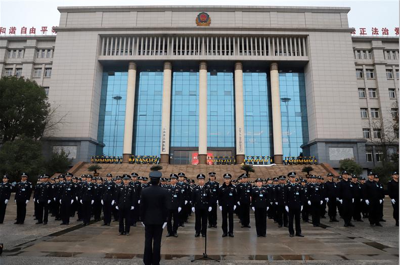 【致敬,中国人民警察节】升警旗 唱警歌 我与警旗同框!