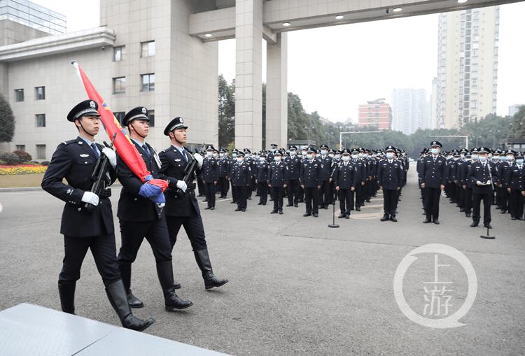 致敬警察节 重庆星辉总代市公安局举行升警旗仪式