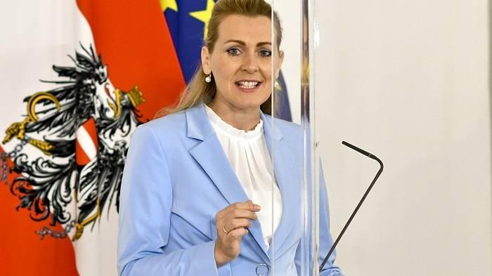 陷抄袭丑闻,奥地利劳工部长宣布辞职