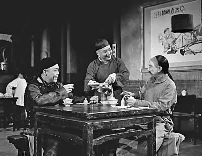 话剧《茶馆》总是一票难求,为何压箱底的经典老戏永不过时