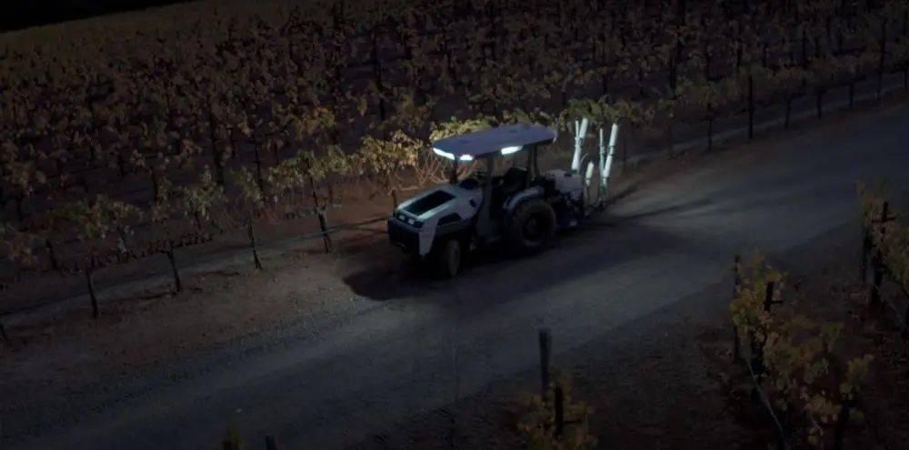 拖拉机界的特斯拉来了!无人驾驶,智能种田!!