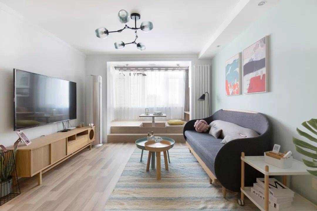 笨重大沙发早过时了!客厅这样设计,空间立马宽敞不止一倍!