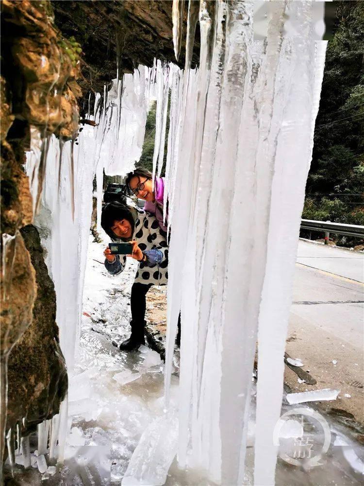 美翻了!重庆气温连续走低 巫溪现冰瀑奇观
