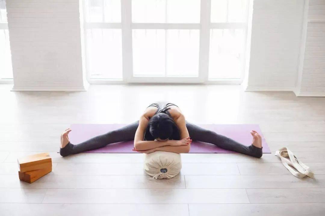 想开髋,这样练,8 个瑜伽体式打开千年老胯_脊柱