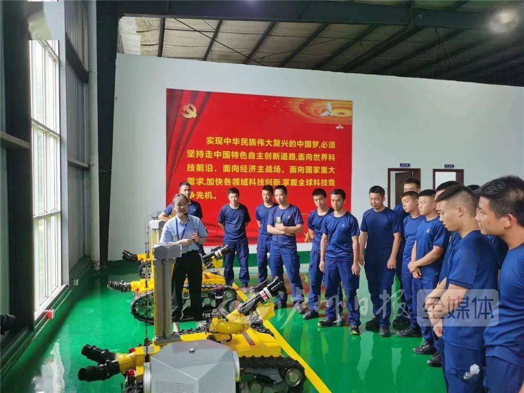 机器人消防员上线,泸州组建全省首支机器人救援大队!