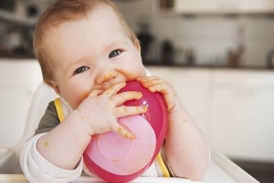 原来我们在喂宝宝时犯了那么多错!早看早改正