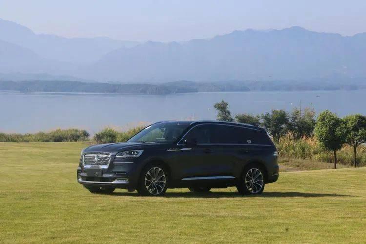 不要等Q7降价。不如看看这两款预算70万的SUV。都是豪车,只有50万裸车