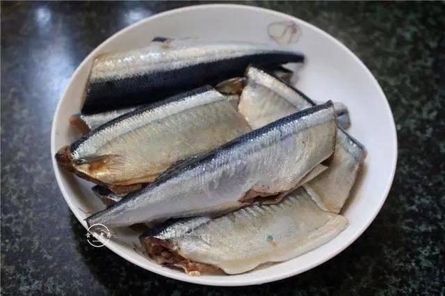"""它是""""天然DHA"""",再贵也要买,孩子每周吃,头脑聪明记忆力强_鱼身"""