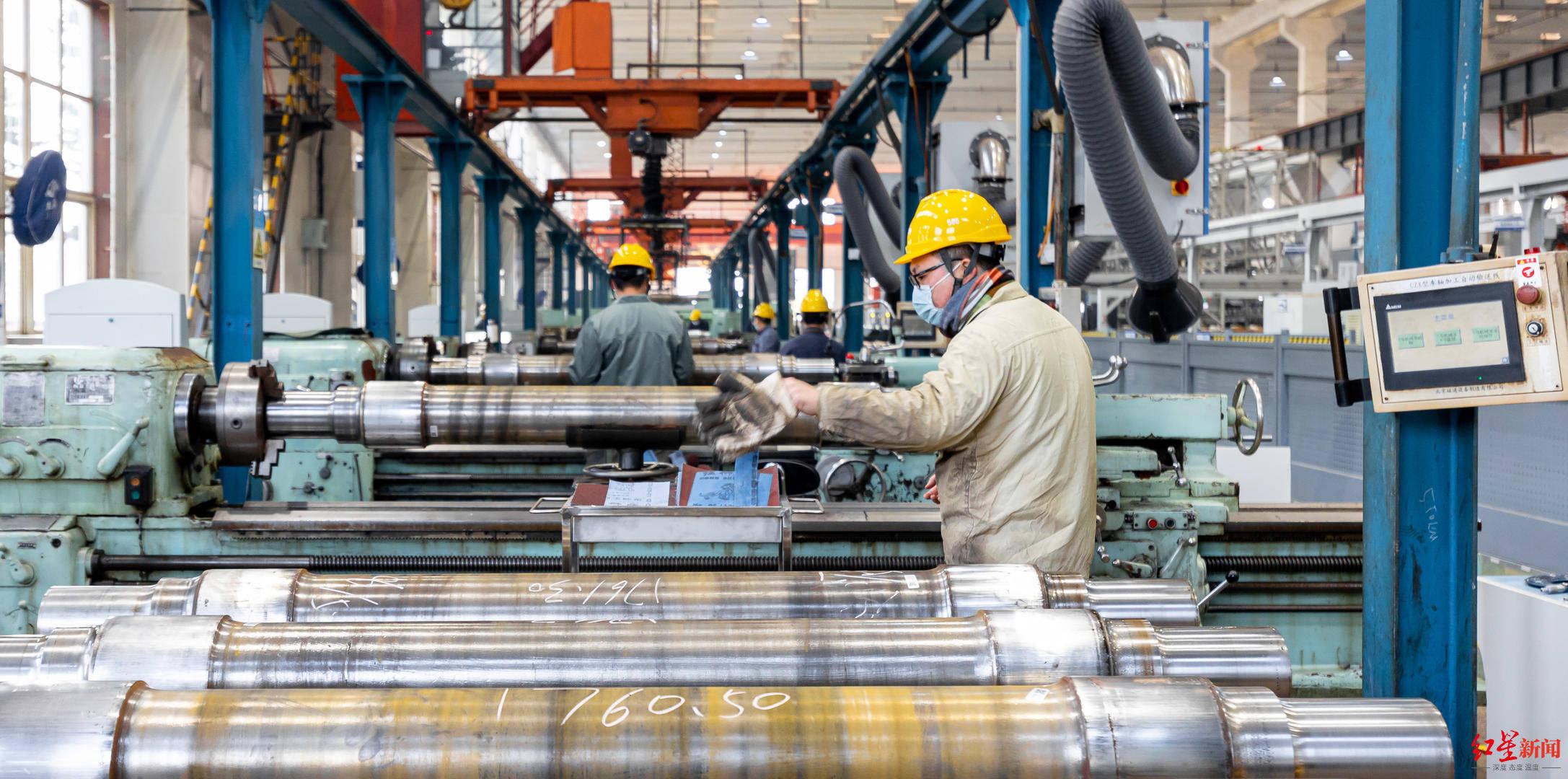 """列车""""黑科技""""上新保障春运:车轮生产全流程自动化,精度微米级"""