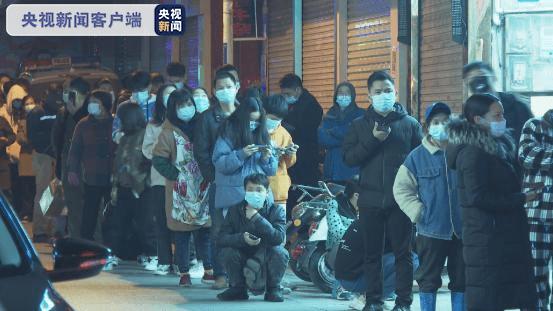 广西南宁虎邱村周边设置五个检测点 连夜进行核酸检测