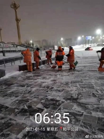沈城 2万余名环卫工上岗除雪