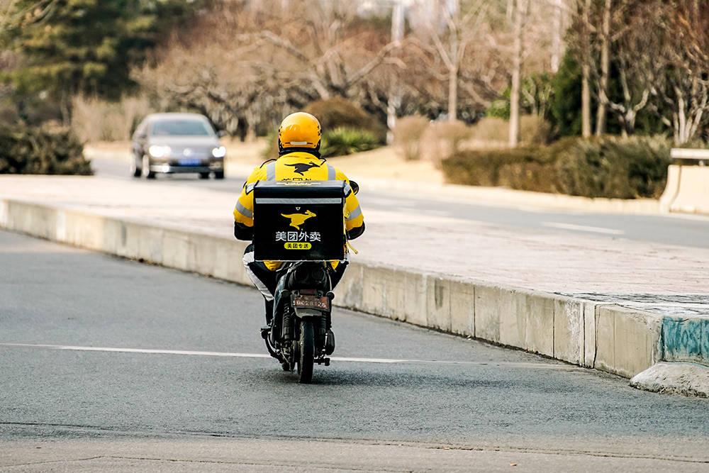 留京外卖骑手的除夕夜:深夜收工,和平时一样忙丨今年春节不回家
