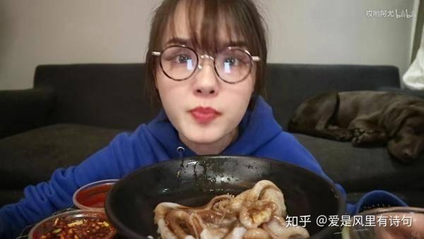 哎哟阿尤催吐 哎哟阿尤吃腐虾牙齿!