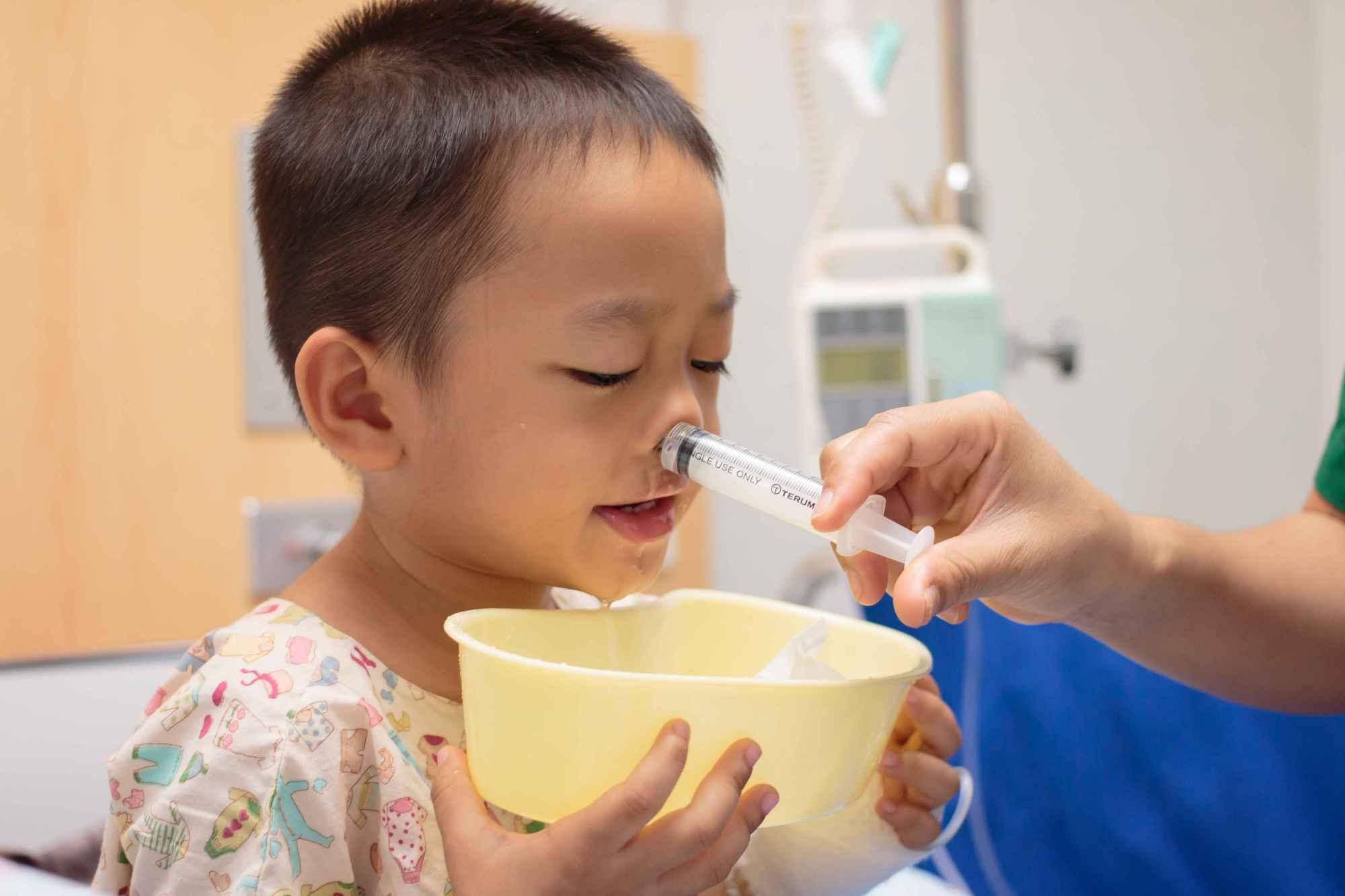 鼻炎患者为什么要用生理盐水洗鼻,这3个疗效,患者比较受用