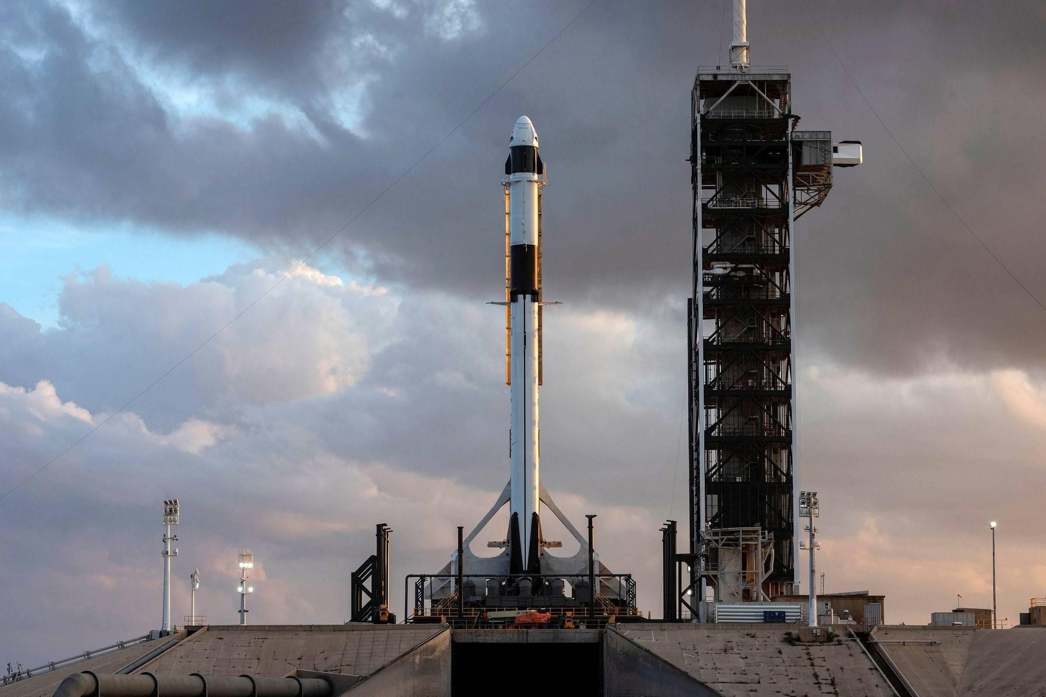 马斯克耗费100亿,撬开太空大门,中国商业航天还远吗?