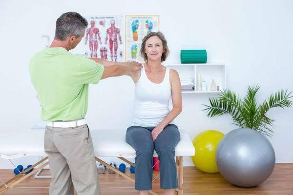 左臂疼痛不容忽视,若不是肌肉问题,可能是4种疾病使坏
